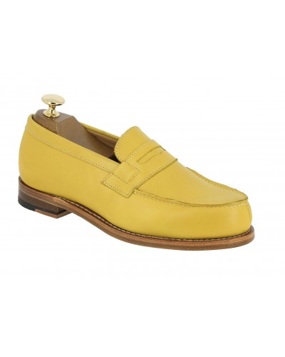 Moccasin Woman Center 51 0622 Wendy yellow leather